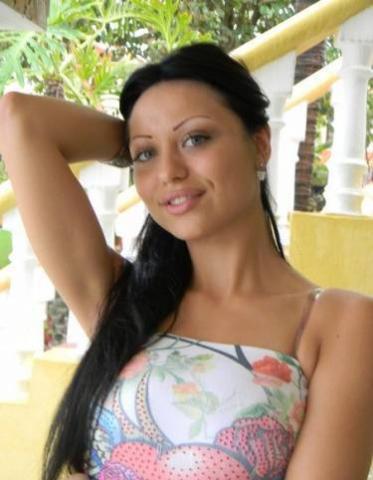 Девушка вызывающе и вульгарно себя вела, рассказывая подробные детали своей сексуальной жизни.