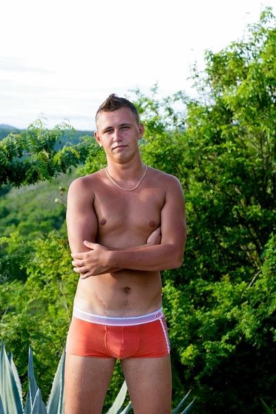 nikol-hiltts-golaya-v-playboy